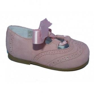 Zapato ingles piel ante.Color rosa palo,con detalle cierre lazo raso al tono. QUECOS