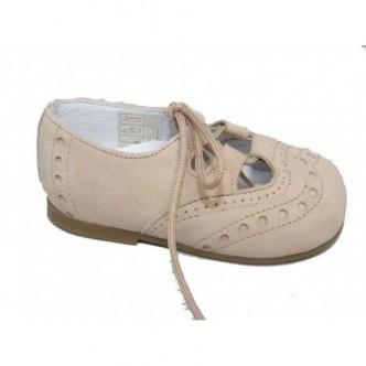 Zapato ingles piel de ante.Color Taupe beige.Cierre cordones al tono. QUECOS