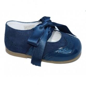 Merceditas zapato ingles piel de ante y charol.Color Azul Marino.Cierre lazo raso al tono. QUECOS