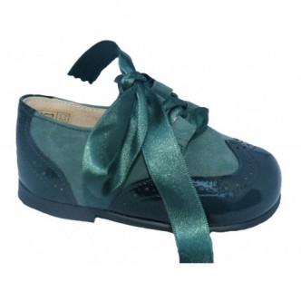 Zapato ingles piel charol y ante en color verde botella. QUECOS