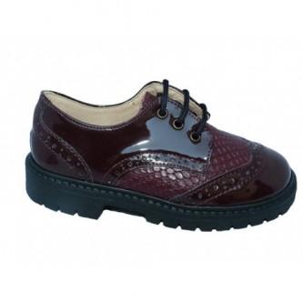 Zapatos Blucher piel charol en color Granate. QUECOS