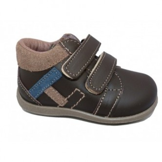Zapatos de piel en color Marrón chocolate.ZAPY
