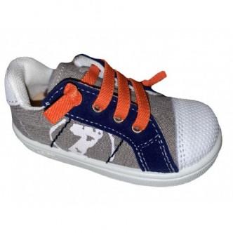 Lonas deportivas en color Piedra combinado con Jeans.Zapy