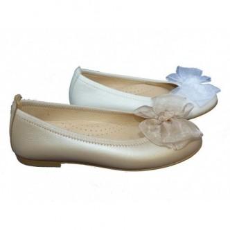 Bailarinas piel disponible en color Beige y color Champagne. Con detalle lazo raso al tono . ANDANINES