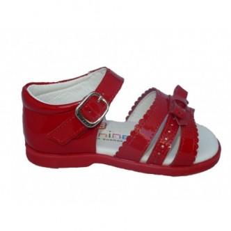 Sandalia piel charol rojo. Cierre hebilla. Andanines