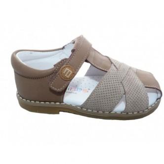 Sandalias de  Piel en Color Topo.Cierre velcro. ANDANINES.