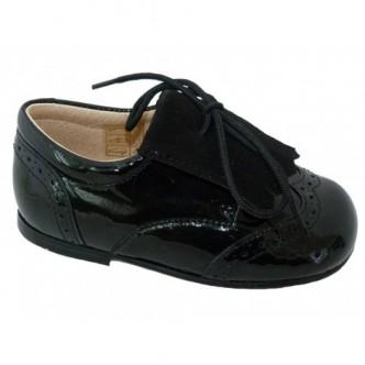 Zapatos piel charol combinado con Ante en color Negro.QUECOS