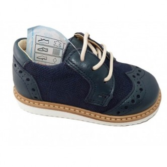 Zapatos de piel en color Navy.YOWAS