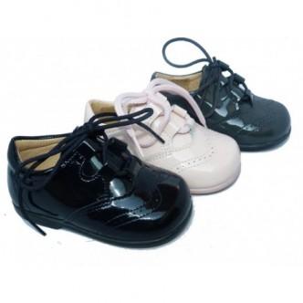 Zapato ingles piel charol. Color azul marino, gris o rosa.QUECOS