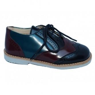 Zapatos tipo oxford de piel. Color azul combinado con granate y verde.QUECOS.