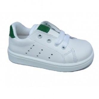 Deportivas de piel en color Blanco con detalles en Verde .QUECOS