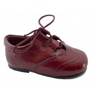 Zapatos estilo inglés piel charol en color Burdeos.QUECOS
