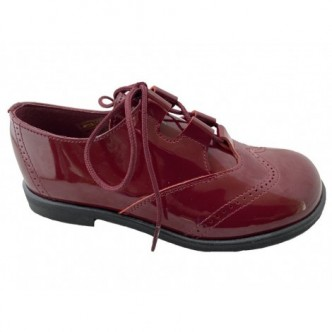 Zapatos estilo ingles de piel Charol en color Burdeos.QUECOS