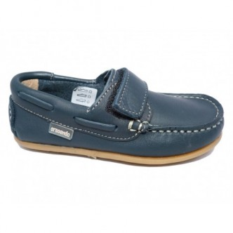 Zapatos estilo nautico de piel en color Azul Marino. CRECENDO